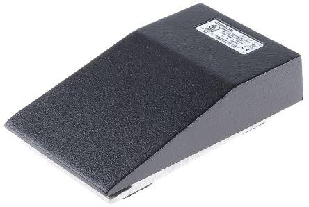 Medium Duty Foot Switch, Aluminium Momentary SPDT 20 A @ 250 V ac 250V IP20 product photo