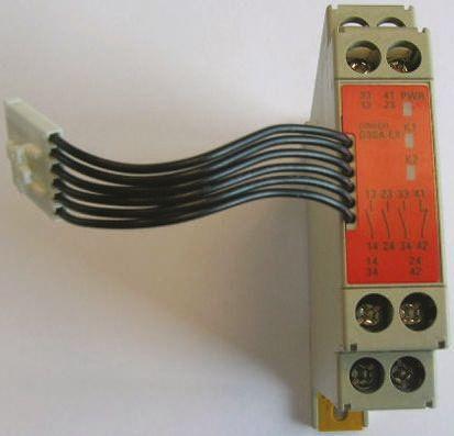 G9SA Output Module, 2 Outputs, 24 V dc product photo