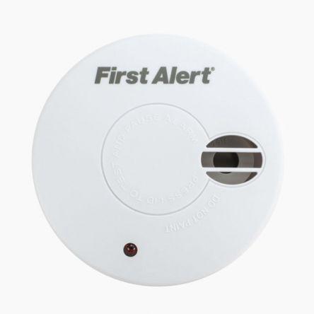 First Alert Smoke Detector Smoke Alarm, 85dB, 9V dc